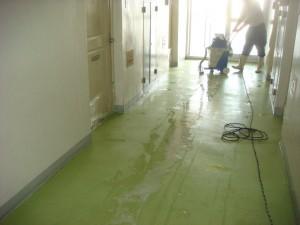 大阪の清掃、掃除の株式会社ソウアのブログ 床面剥離洗浄03