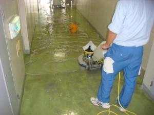大阪の清掃、掃除の株式会社ソウアのブログ 床面剥離洗浄02