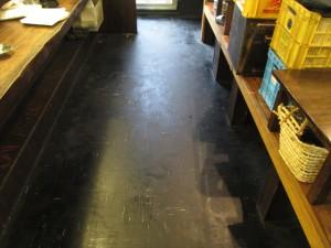 大阪 飲食店舗清掃 床清掃 焼き鳥屋清掃前02