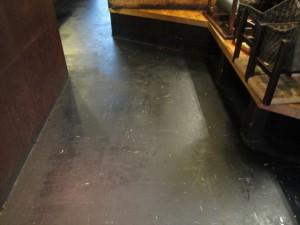 大阪 飲食店舗清掃 床清掃 焼き鳥屋清掃前03