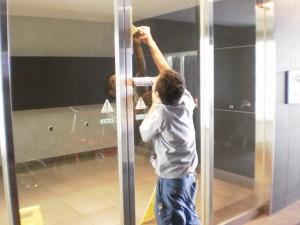 大阪市西区マンション定期清掃ガラス清掃