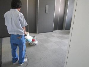 大阪オフィスビル定期清掃 床洗浄01