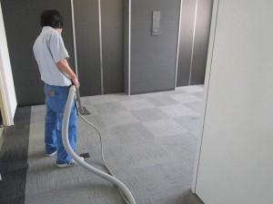 大阪オフィスビル定期清掃 床洗浄02