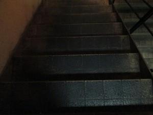 居酒屋 階段の汚れを清掃 大阪02