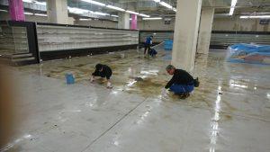 大阪の清掃会社ソウア 床剥離 大規模