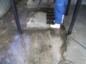 定期清掃 階段下の床清掃02