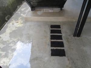 定期清掃 階段下の床清掃03
