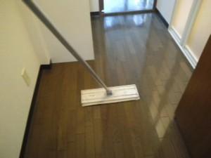 西ノ宮市 ハウスクリーニング フローリング清掃、ワックス掛け02