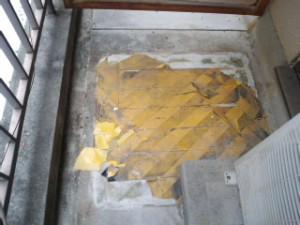 西宮市 マンションハウスクリーニング ベランダ シールはがし01
