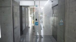 大阪市定期清掃 ビルエントランスガラス清掃01