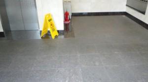 定期清掃 大阪市西淀川区 マンション共有玄関 御影石床清掃01