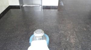 定期清掃 大阪市西淀川区 マンション共有玄関 御影石床清掃02