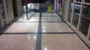 大阪市内テナントビル エントランス床洗浄とワックス01