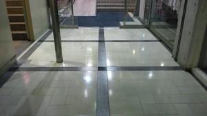 大阪市内テナントビル エントランス床洗浄とワックス04