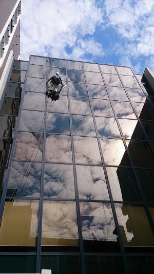 定期清掃 窓清掃 高層ビル ブランコ
