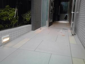 日常清掃 大阪市 マンション エントランス 床清掃01