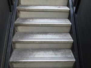 大阪定期清掃 階段清掃01